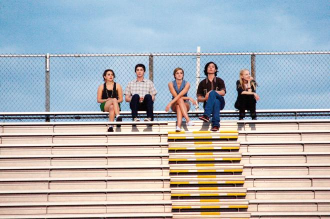 still-of-melanie-lynskey,-logan-lerman,-emma-watson,-ezra-miller-and-erin-wilhelmi-in-the-perks-of-being-a-wallflower-(2012)-large-picture